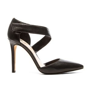 VINCE CAMUTO Carlotte Black Leather Heels Size 9